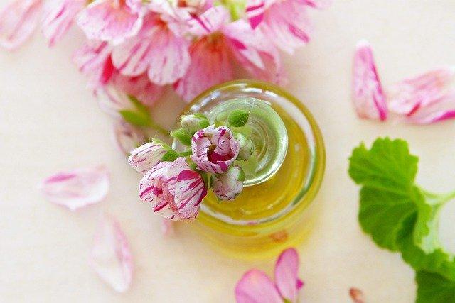 Benefity ružového oleja vstarostlivosti o pleť