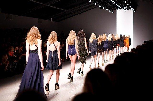 Ako si oživiť šatník? Pozrite sa s nami na nové jarné trendy!
