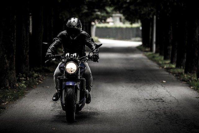 jazdec na ceste